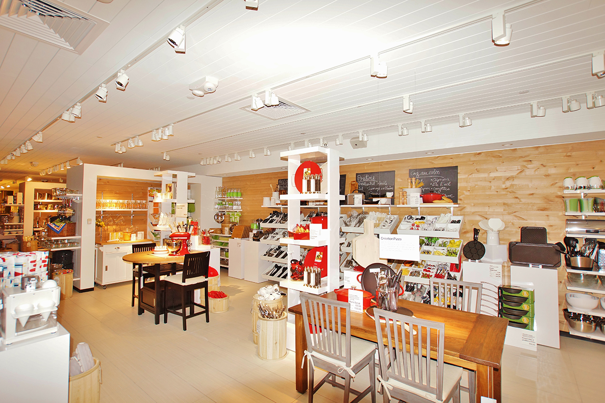 Crate & Barrel displays and store fixtures